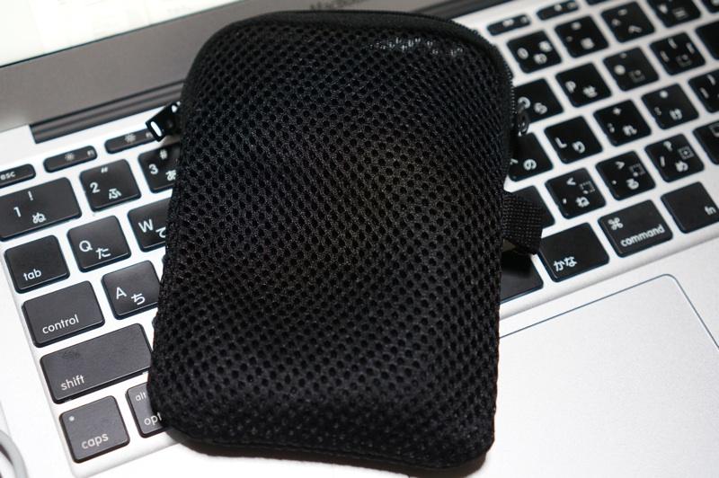 MacBook Airの電源アダプタにはワンコインで購入できる無印良品のクッションケースがピッタリでオススメ!!
