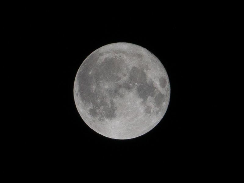 NEX-6+SEL18200の組み合わせで思ってた以上に満月を撮れた!!