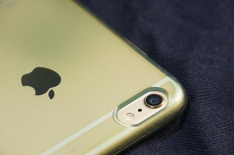 保護ケースを付けるとiPhone6plusのカメラユニットの出っ張りが気にならない。